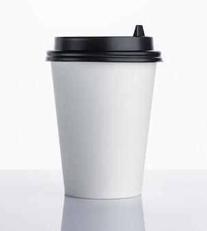 Одноразовая бумажная кофейная чашка