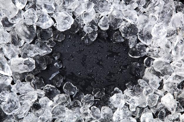 砕いた氷のフレーム。コピースペース、トップビュー