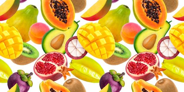 Падающие экзотические фрукты, изолированные на белом