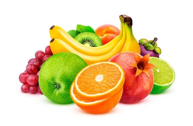 クリッピングパスを白で隔離されるエキゾチックなフルーツの盛り合わせ