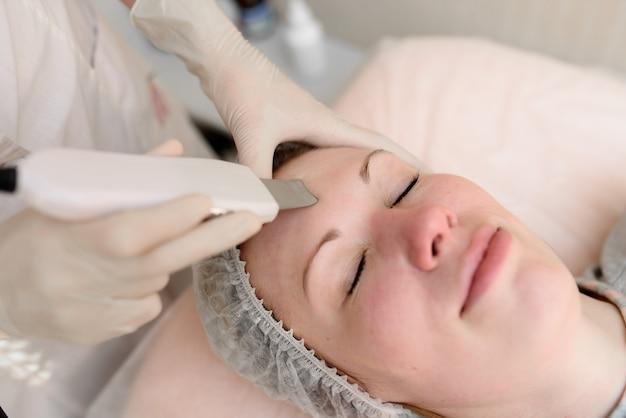 皮膚の器具による治療。