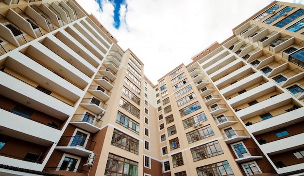 新しい開発、多くのアパートの家