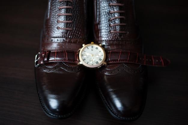 Мужские часы и обувь