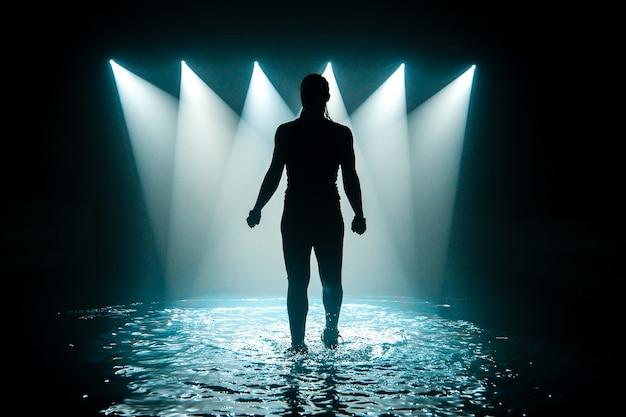 水の上で踊る。