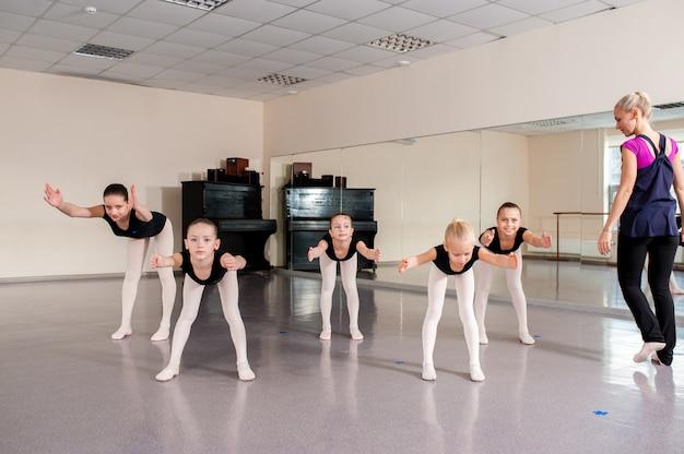 Урок бальных танцев, дети