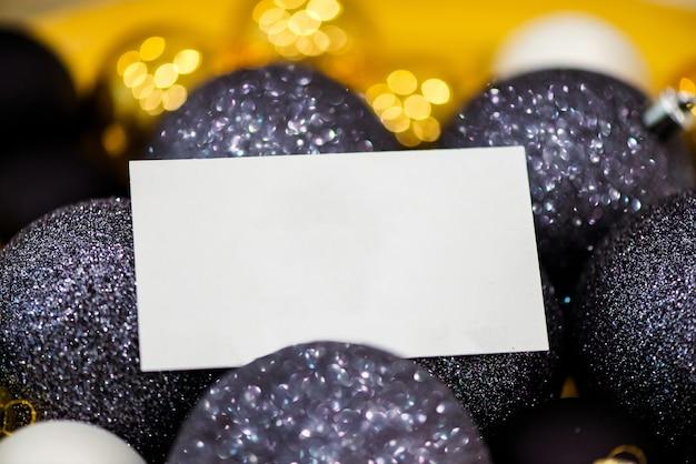 クリスマスの飾り付けの切り取り。お祝い事業の概念。