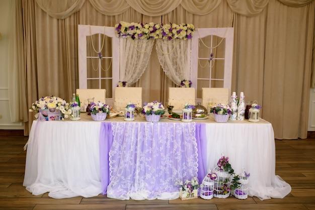 結婚式のアーチと装飾。
