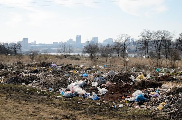 ダンプ。環境汚染。