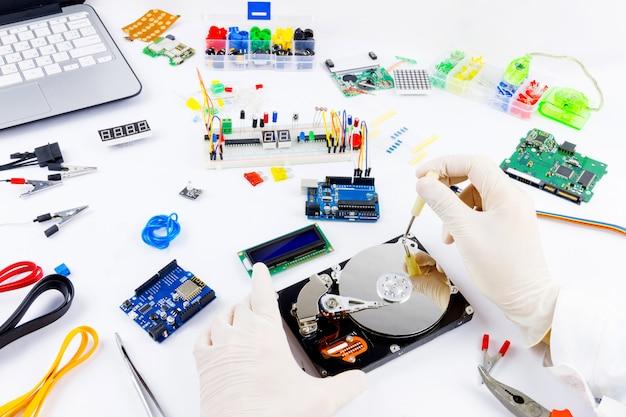 コンピュータープログラミングマイクロエレクトロニクス
