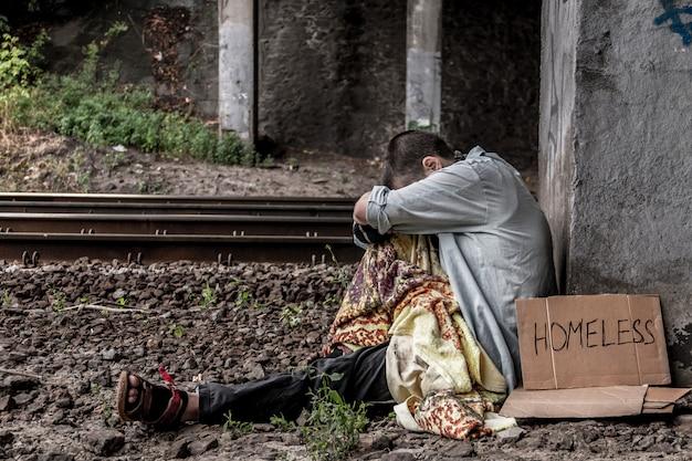 貧しいホームレスの女性