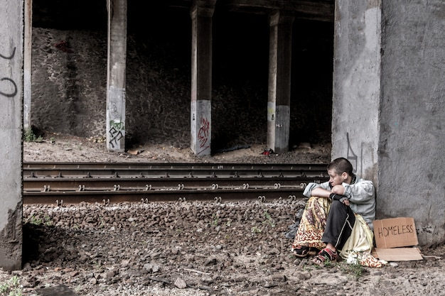 Отчаянная бездомная женщина
