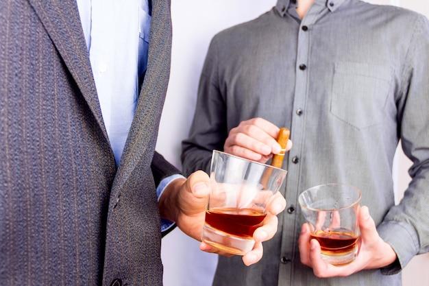 Пить немного алкоголя