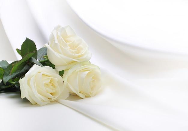 Букет роз на шелке