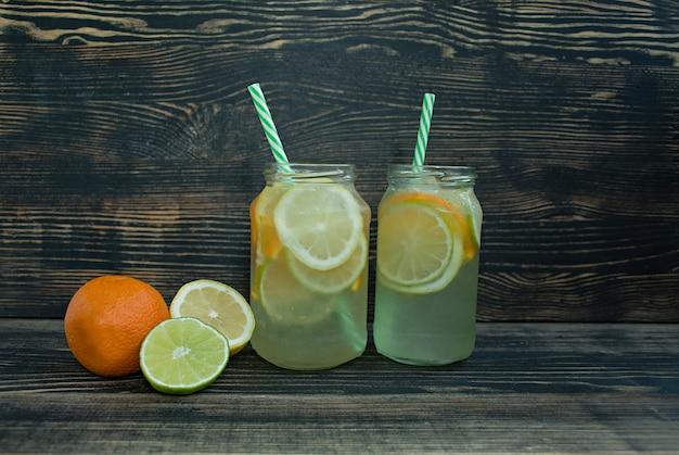 柑橘系の果物からさわやかな夏の飲み物