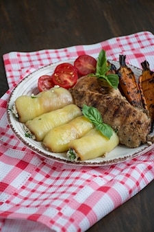 焼き野菜と鶏ムネ肉のグリル。