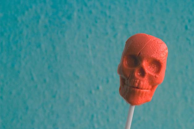 人間の頭蓋骨の形をした棒のキャラメル