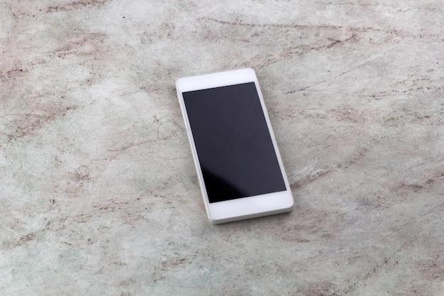 Вид сверху смартфон мраморный фон