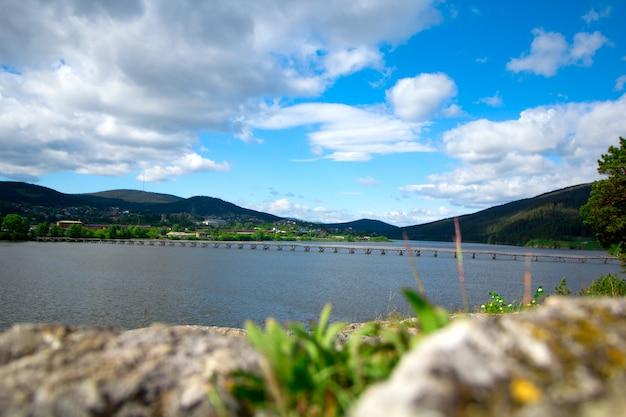 川とバシコルトスタン、ロシアの田園風景