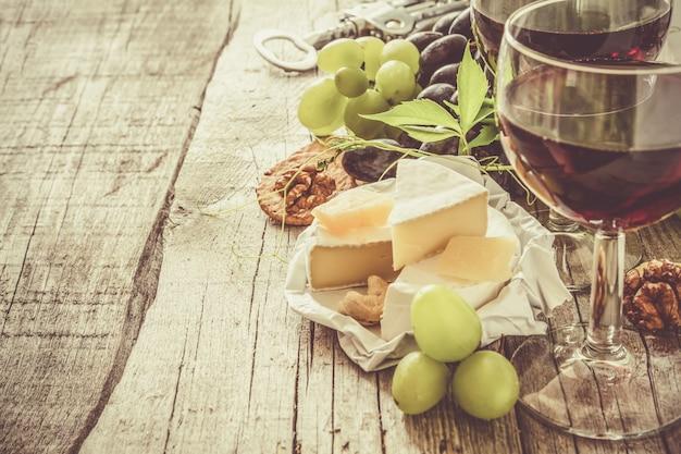 前菜 - チーズワイングレープナッツ素朴な木