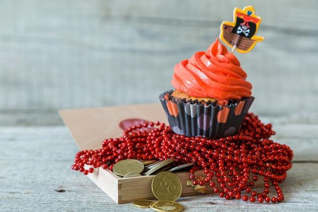 カラフルな海賊テーマの誕生日ケーキ