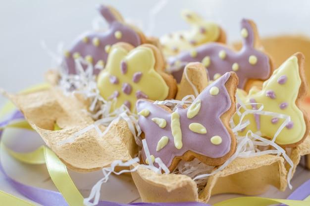 エッグホルダーのイースタークッキー