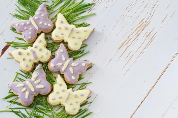 草とイースタークッキー