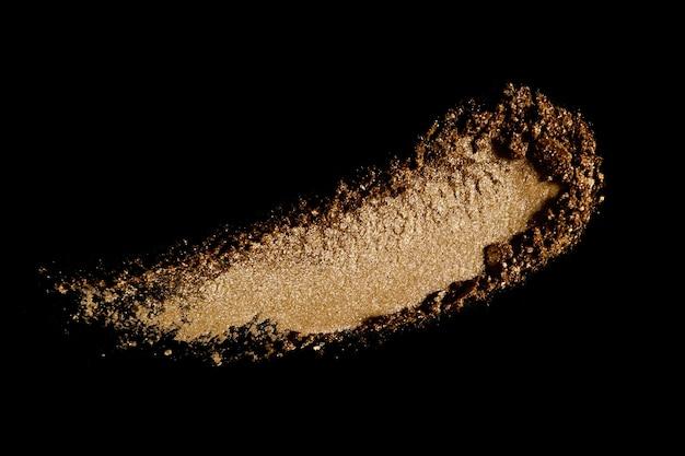 黒に分離されたブロンザーパウダーまたはアイシャドウの汚れ