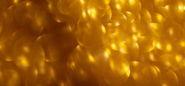 Затуманенное золотой блеск огней боке