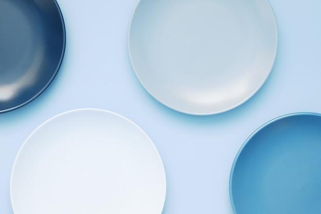 トレンディな青い食器