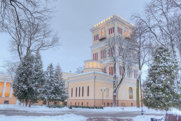 冬の都市の歴史的建造物