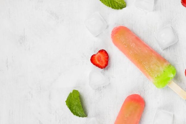 Разноцветные фруктовое мороженое
