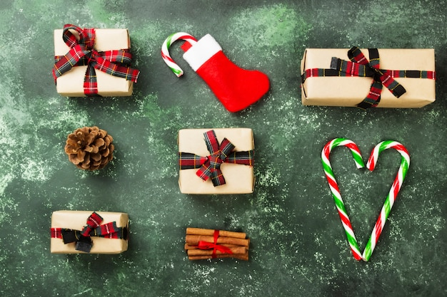 緑のクリスマスのギフトボックス