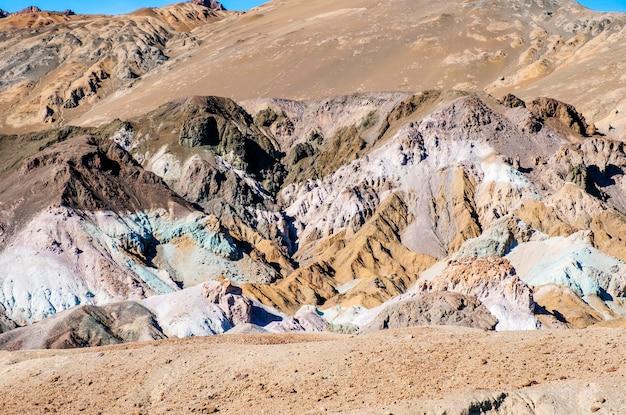 アメリカ合衆国カリフォルニア州デスバレー砂漠のパレットの景色の写真