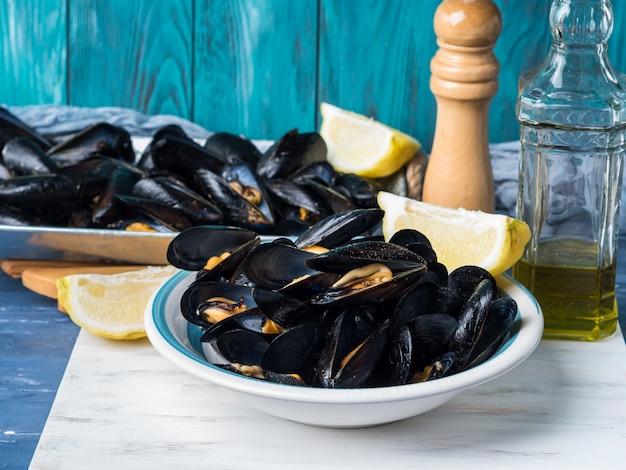 黒胡椒とレモンのムール貝のソテー