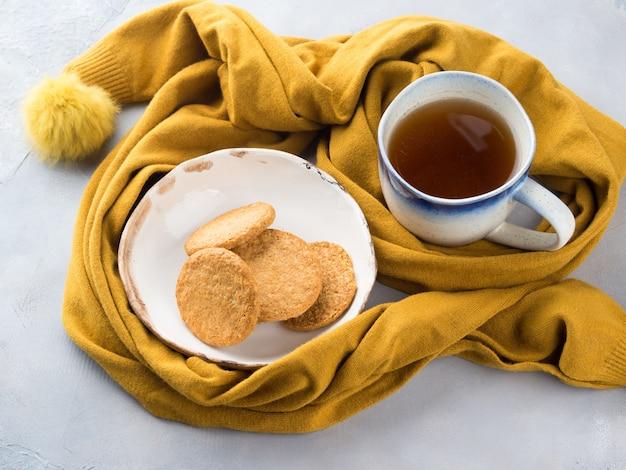 Концепция зимней комфортной еды с чаем