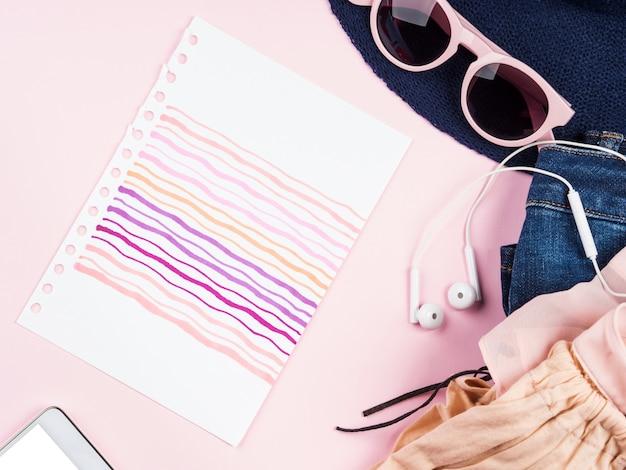 ピンクの夏ファッションフラットレイアウト