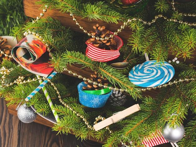 クリスマスの飾りのある静物