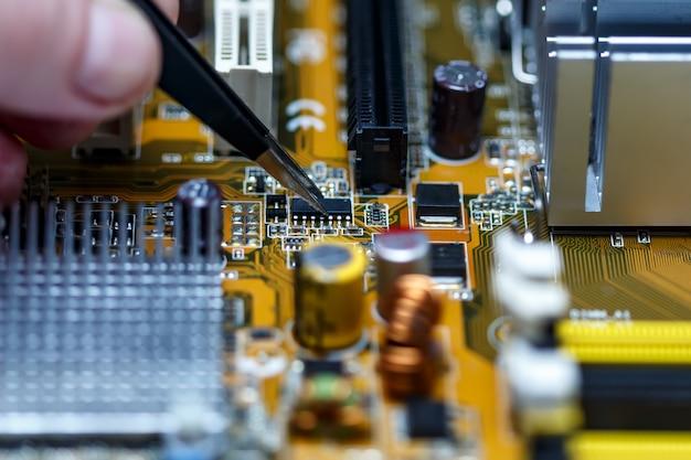 電子回路基板のクローズアップ