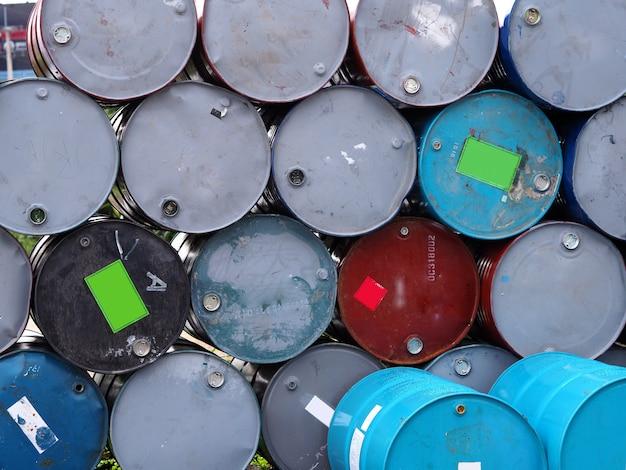 石油タンク列