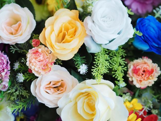 色とりどりの花の背景。