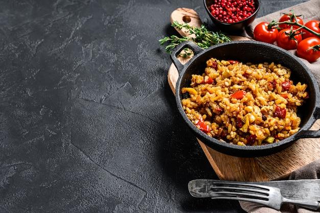 Рис басмати, приготовленный с жареным яйцом и специями