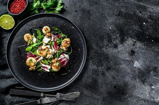 Тайский салат с кальмарами на гриле и рукколой .. копирование пространства
