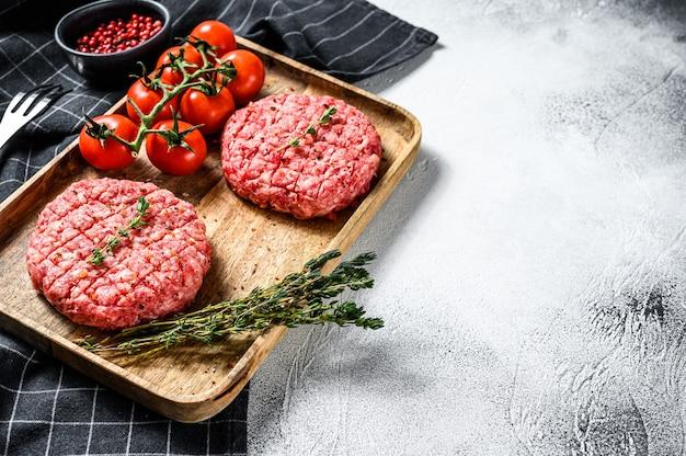 牛ひき肉のパテ、ひき肉のカツレツ。