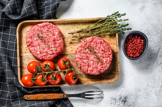 ミンチ肉バーガーカツレツ。