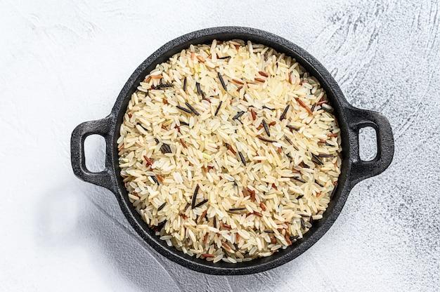 鋳鉄鍋にご飯を混ぜる