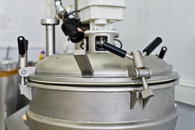 Промышленное оборудование для производства продуктов питания, смеситель жидкостей из нержавеющей стали. большой шейкер