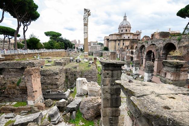 ローマのフォーラムの遺跡。歴史的な野外博物館。ローマ、イタリア