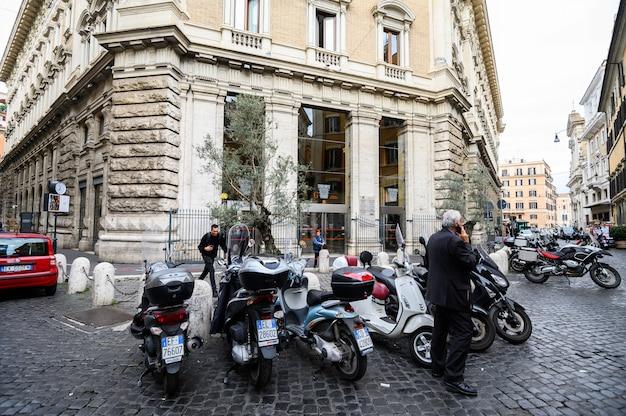 駐車場のオートバイ
