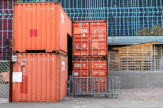 インポートエクスポート、ロジスティックの概念の貨物貨物船からコンテナーボックス。