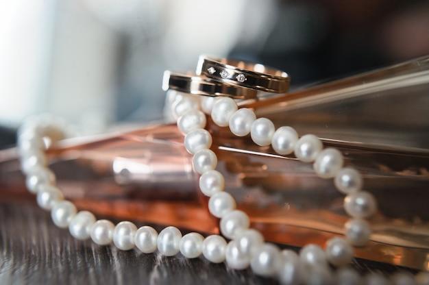 ダイヤモンドの結婚指輪、クローズアップ